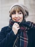Haarstukje: Pony Scarlette Brooks te koop bij Mooihoofd: gespecialiseerd in chemomutsjes & haarwerk