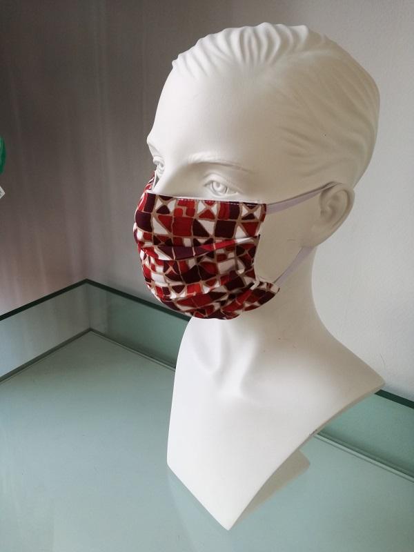 Mondkapje rood met patroon te koop bij Mooihoofd specialist in chemo mutsjes en cosmetica